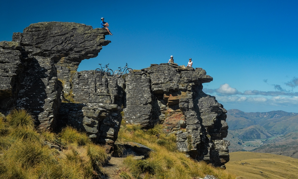 Biking Alexandra Welcome Rock trail with views for miles